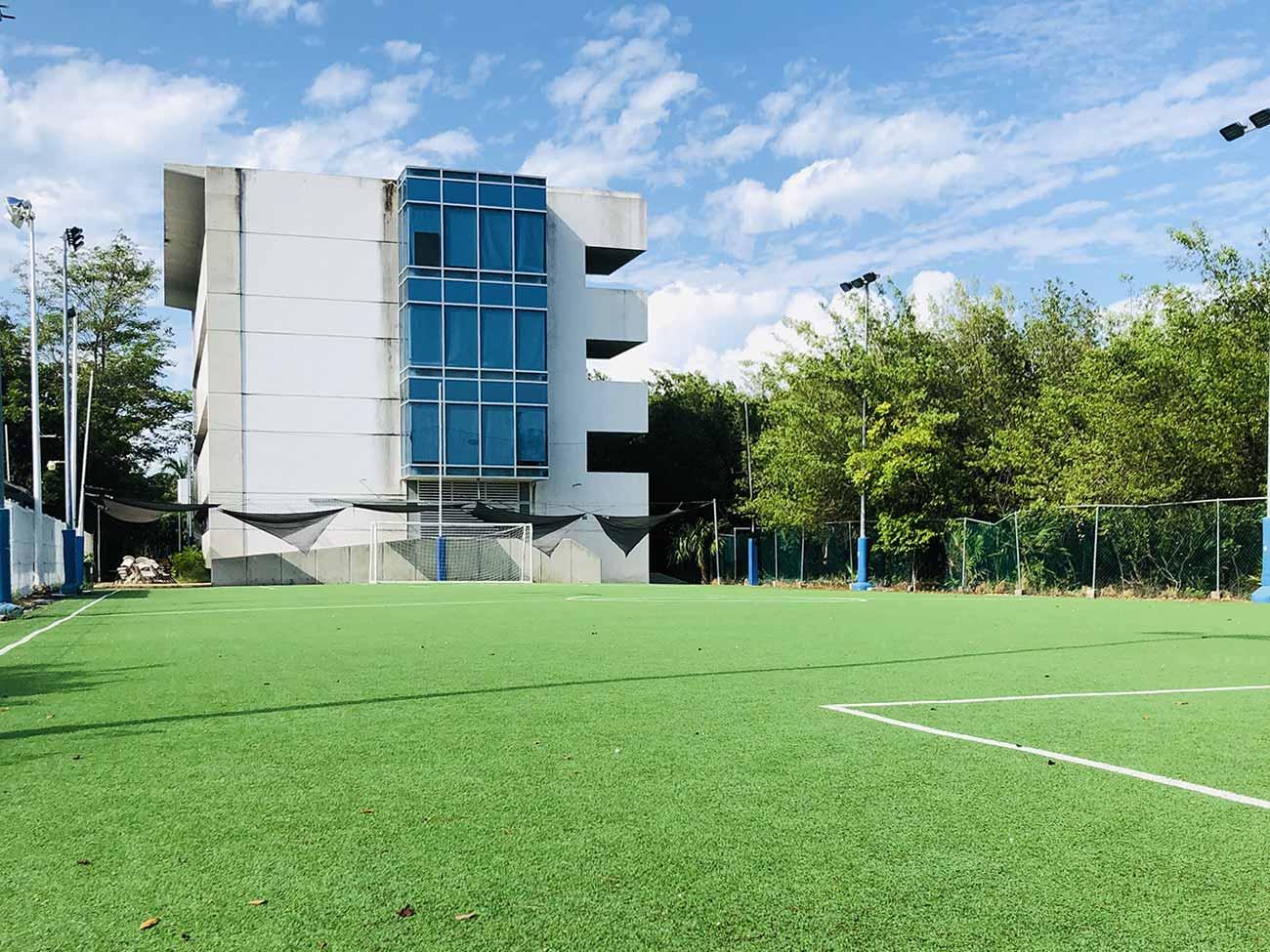 Cancha de Fútbol y Edifico de Primaria